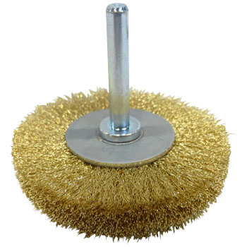 A wheel brush with true brass axis