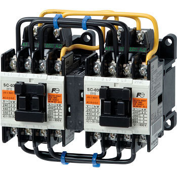 Electromagnetic contactor reversible type