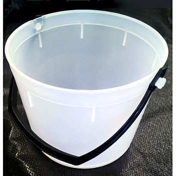 White Bucket, Handle